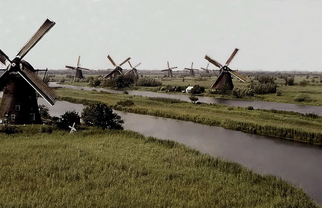 Kinderdijk photo by Bertknot