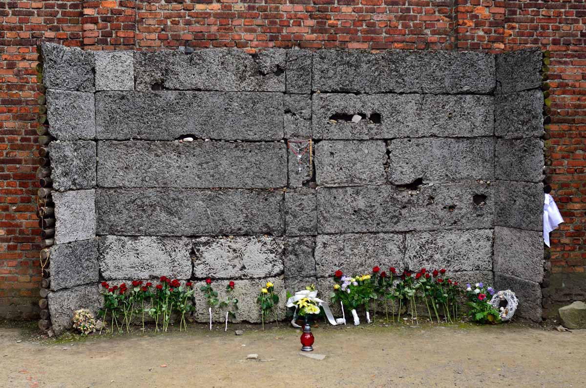 photo essay auschwitz and birkenau shooting wall