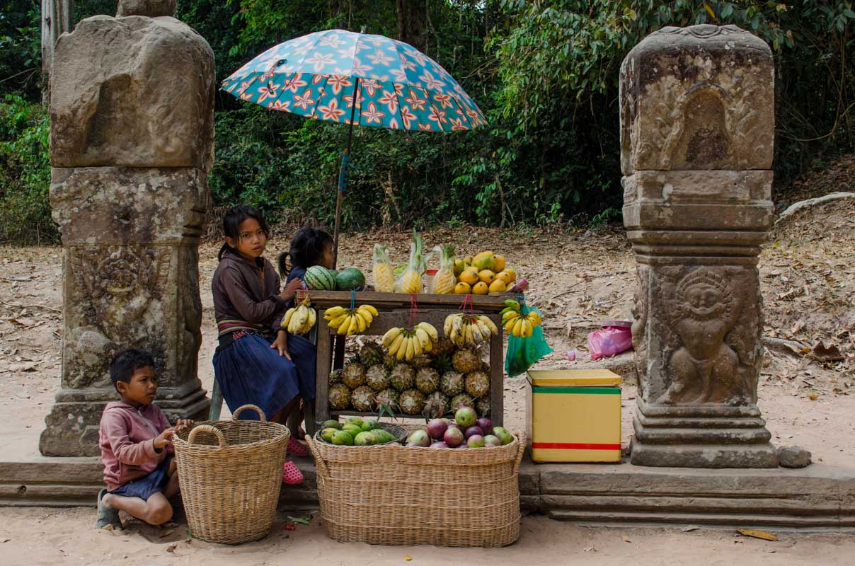 Children selling fruit