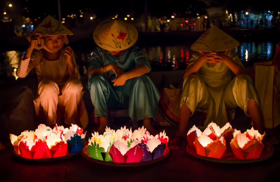 Photo of the Week: Floating Lantern Venders