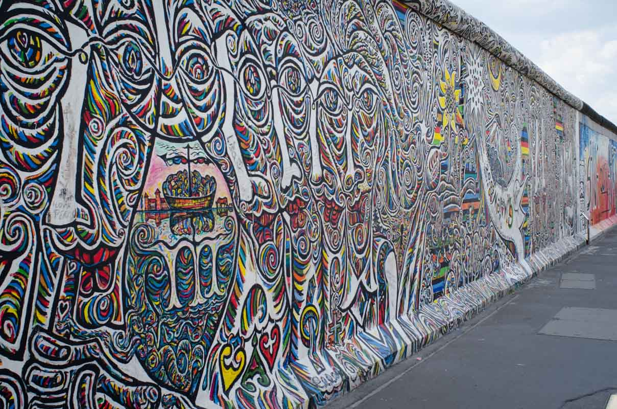 Checkpoint charlie and the berlin wall for Berlin wall mural